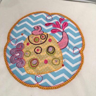 hooped mug rug with satin border complete