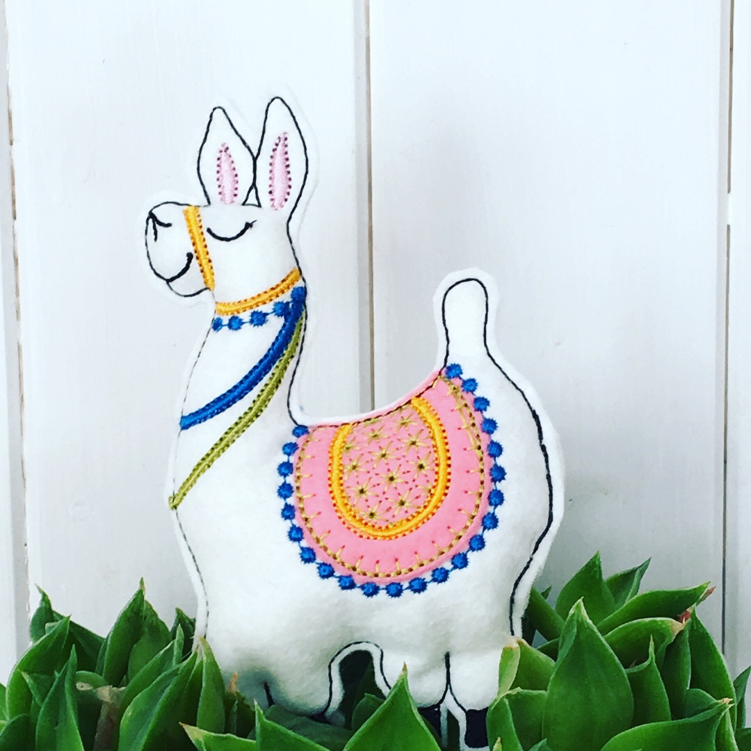 Embroidered Llama stuffie 5×7 in-the-hoop